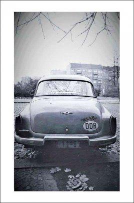 1-DDR-wartburg-auto.jpg